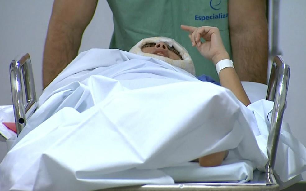 Débora Dantas de Oliveira, de 19 anos, foi submetida a cirurgia no Hospital Especializado em Ribeirão Preto — Foto: Antônio Luiz/EPTV