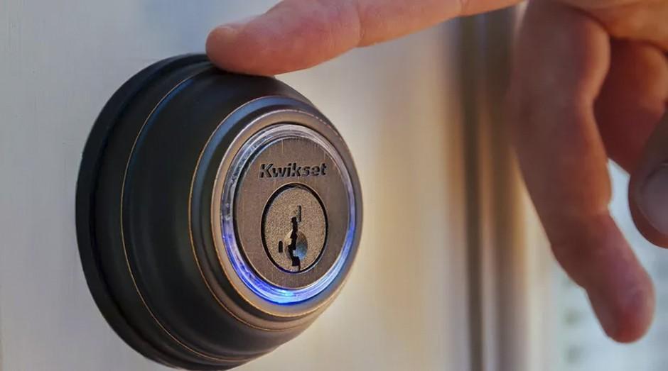 Fechadura inteligente: basta um toque e ela abre a porta (Foto: Divulgação )