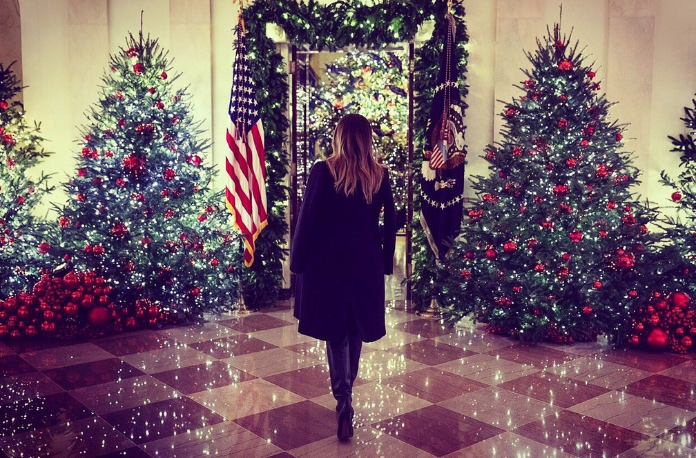 Primeira-dama dos EUA, Melania Trump, apresentou a decoração de Natal da Casa Branca — Foto: Reprodução Instagram/ @FLOTUS