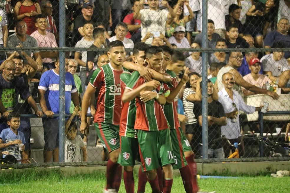 Fluminense-PI comemora o gol  — Foto: Stephanie Pacheco/GloboEsporte.com