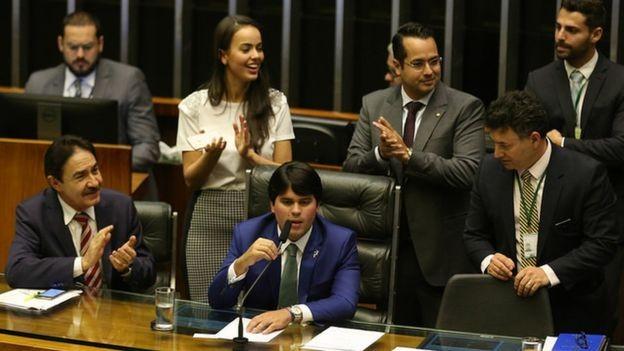 Se por um lado o número de parlamentares brasileiros não é excessivo, na comparação com o resto do mundo, os gastos definitivamente são (Foto: FABIO RODRIGUES POZZEBOM/AGÊNCIA BRASIL)