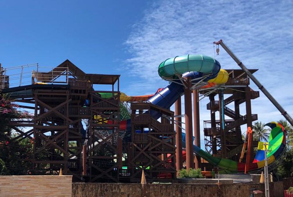 Atração do Beach Park 'Vainkará', em fase final de construção, em foto tirada em junho; turista de Sorocaba morreu depois de bater a cabeça durante o trajeto no brinquedo (Foto: Geraldo Jr./G1)