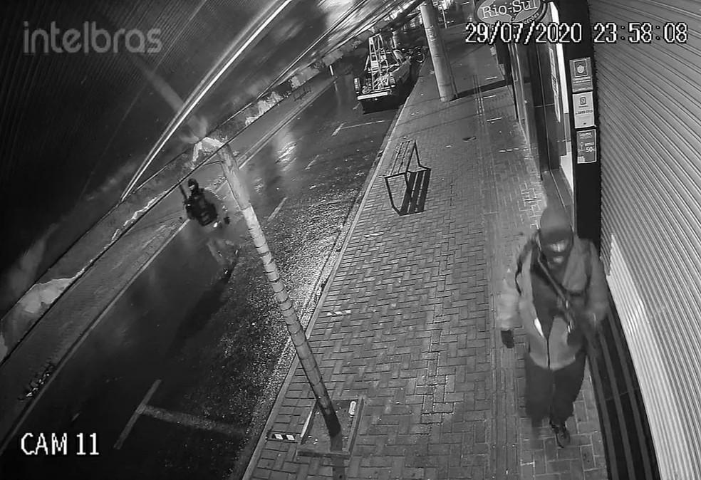 Bandidos atacam agências bancárias em Botucatu — Foto: Reprodução