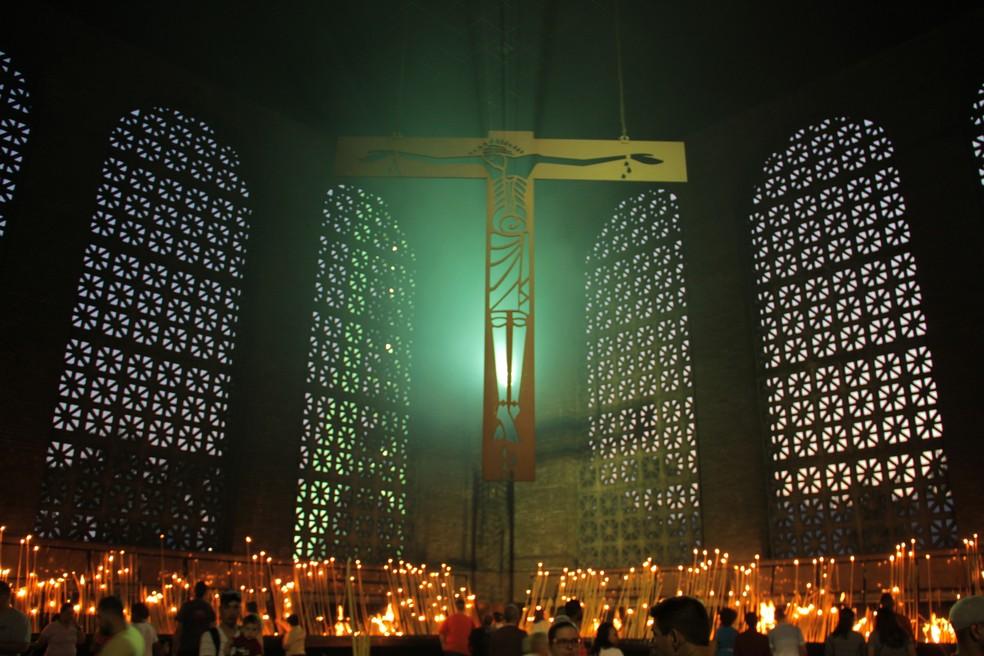 Capela das Velas é um dos locais de maior movimento no Santuário Nacional de Aparecida (Foto: Carlos Santos/G1)