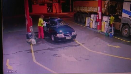 Dois jovens são presos e um adolescente apreendido suspeitos de incendiar ônibus, em Toledo