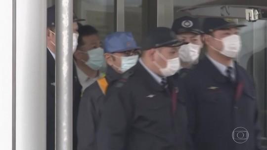 Carlos Ghosn deixa prisão após mais de 100 dias detido em Tóquio