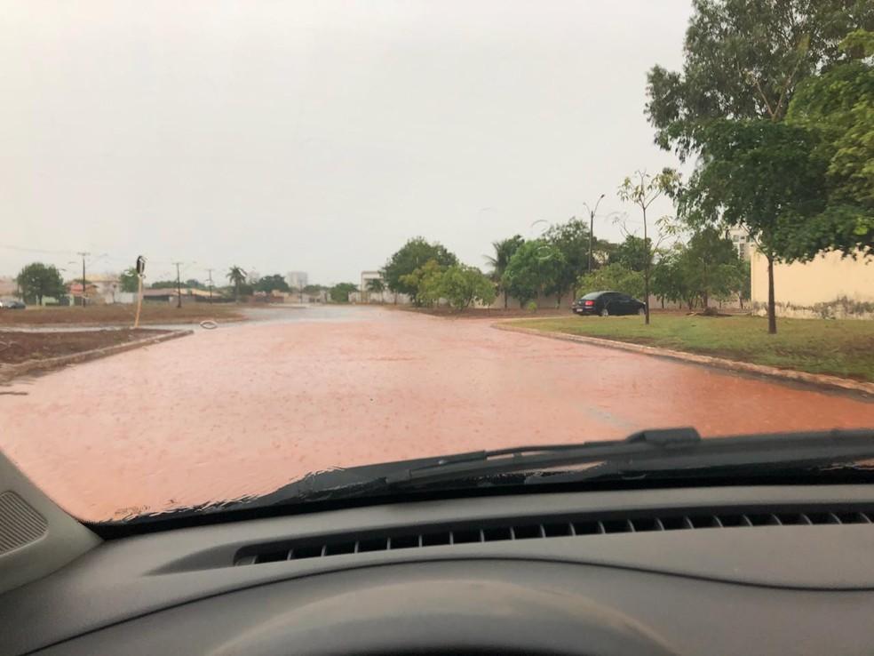 Chuva alaga a quadra 208 Sul, em Palmas — Foto: Divulgaççao