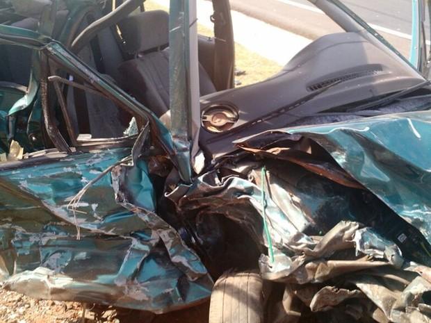 Motorista chegou a ser socorrido, mas morreu no hospital, diz polícia (Foto: Victor Gomes/ TV TEM)