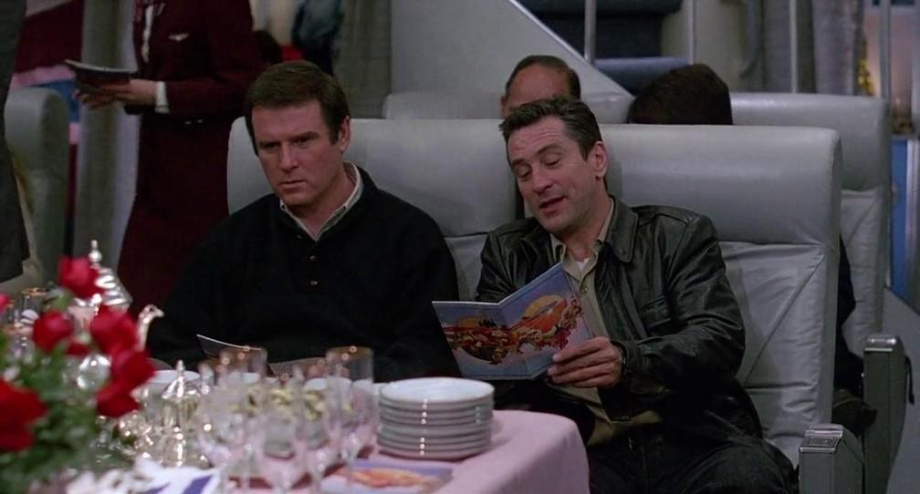 Charles Grodin (esquerda) e Robert De Niro em 'Fuga à meia-noite' — Foto: Divulgação