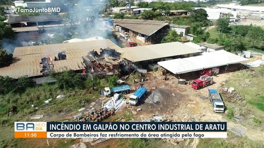 Galpão de fábrica é atingido por incêndio no Centro Industrial de Aratu