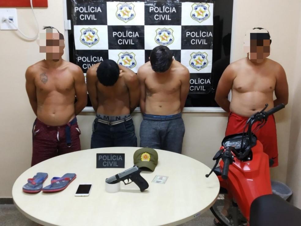 Quatro foram levados para delegacia suspeitos de envolvimento em assalto, em Alenquer — Foto: Polícia Civil/Divulgação