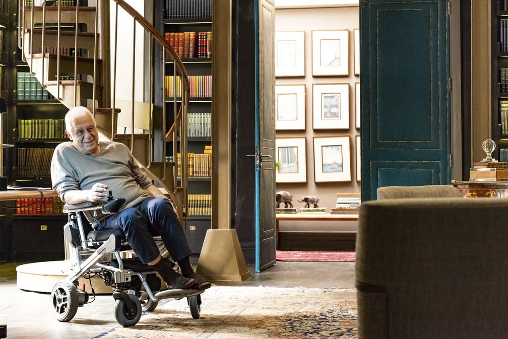 """Alberto (Antonio Fagundes) em sua biblioteca na novela """"Bom sucesso"""" — Foto: Globo/Ellen Soares"""