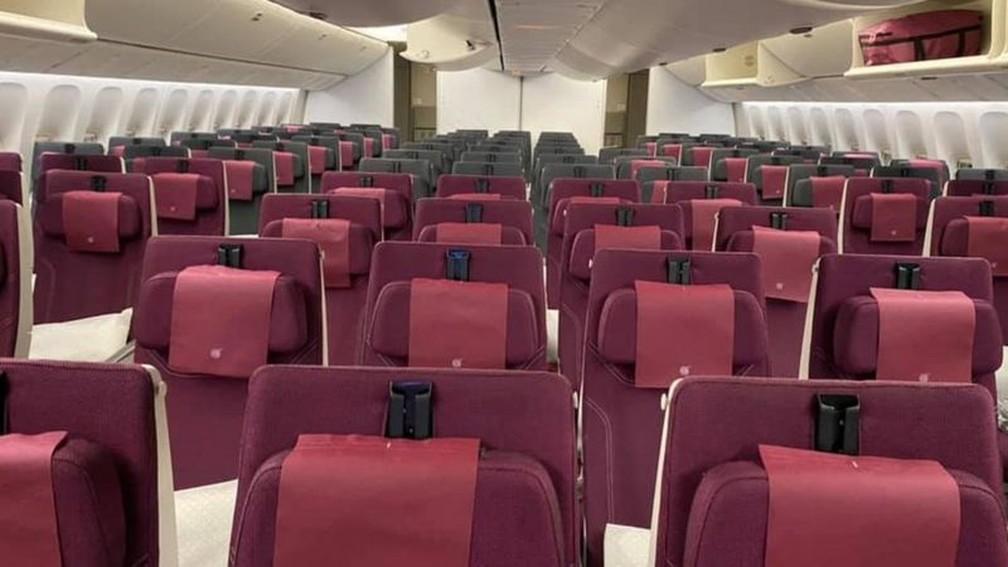 Os passageiros relatam que os voos comerciais para a Austrália estão praticamente vazios — Foto: Reprodução/Facebook/Sabrina Tiasha