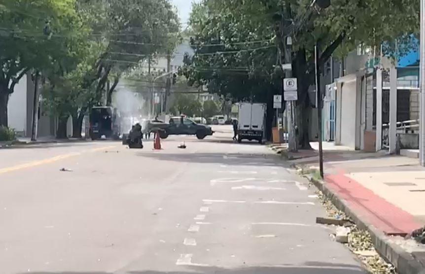 Vídeo mostra esquadrão antibombas detonando explosivo caseiro encontrado em Vitória