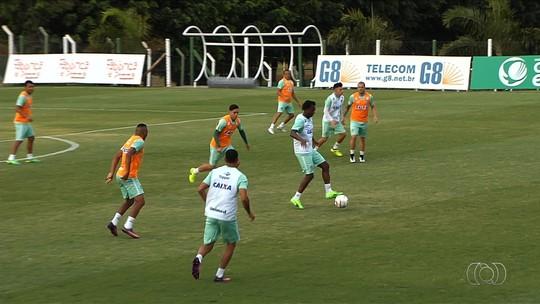 """Hélio dos Anjos exalta semana """"intensa"""" de treinos e explica opção por Aylon"""