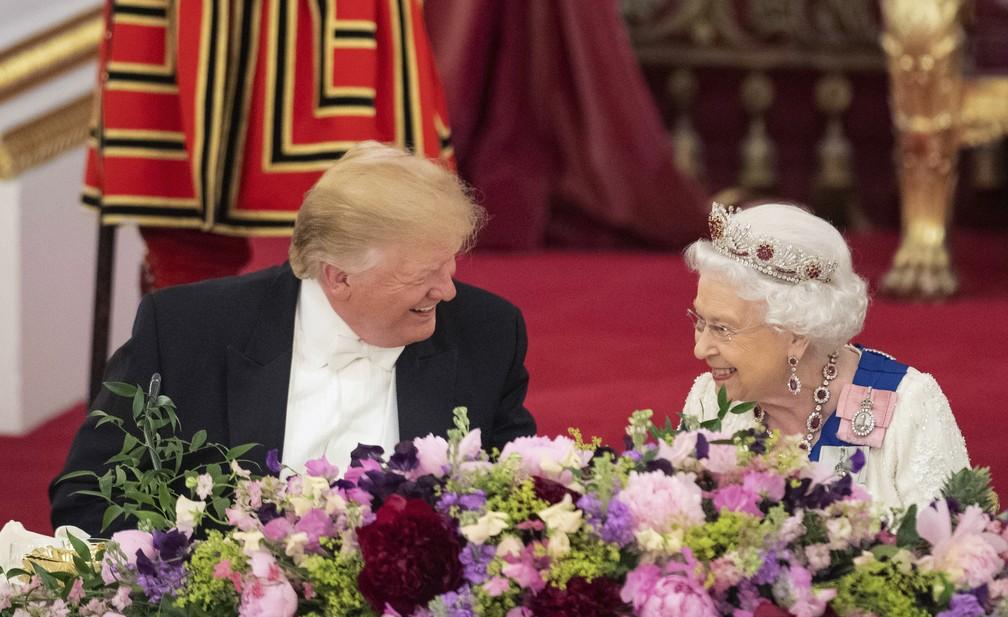 O presidente americano, Donald Trump, e a rainha Elizabeth em banquete de Estado nesta segunda-feira (3) no Palácio de Buckingham, em Londres. — Foto: Dominic Lipinski/Pool Photo via AP