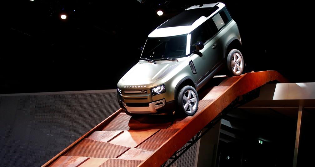Land Rover relança o Defender, clássico que acabou modernizado — Foto: Wolfgang Rattay/Reuters