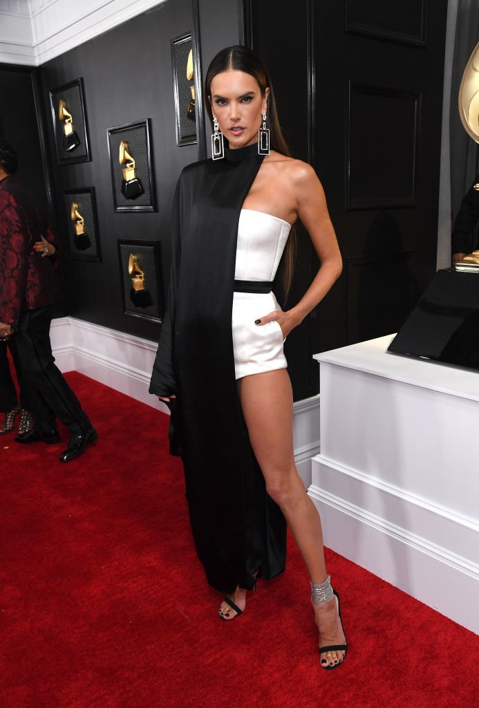Alessandra Ambrosio bet for an exotic look, jean paul gaultier (Photo: Getty Images)