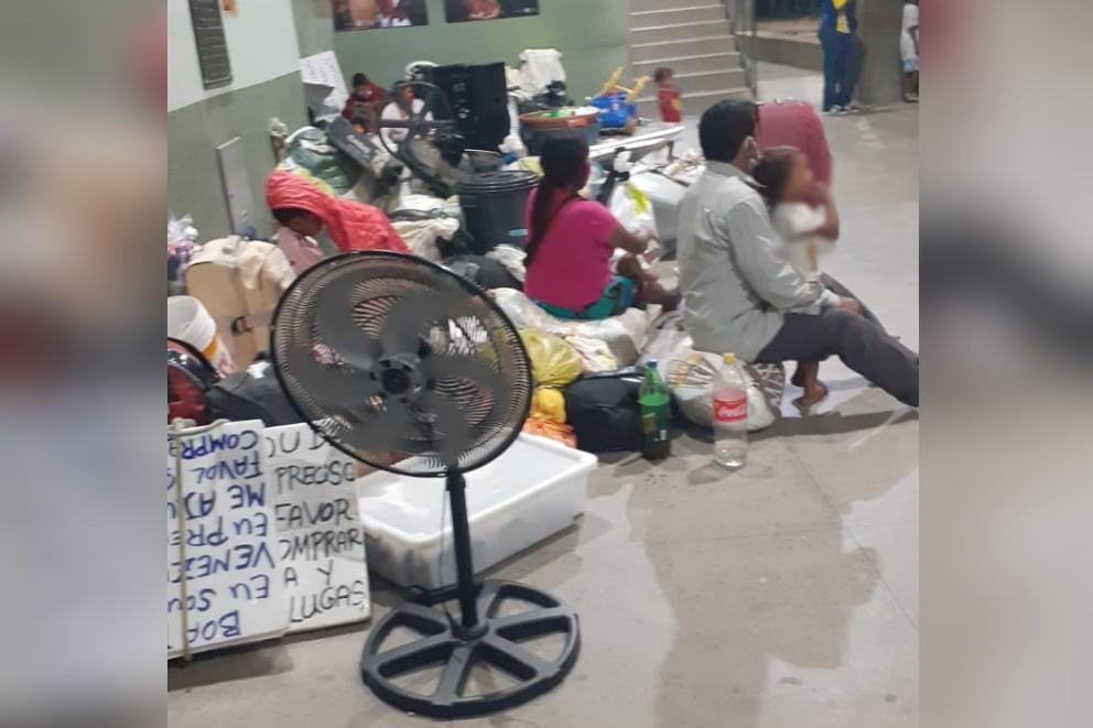 Grupo de venezuelanos refugiados no Ceará se abriga em Itapipoca, após passar por Iguatu