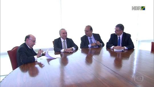 Empréstimo para pagar salários no RJ 'não resolve' crise, dizem sindicatos