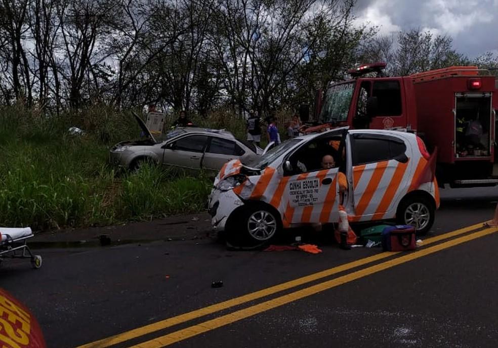 Acidente ocorreu na Rodovia Comandante João Ribeiro de Barros (SP-294) — Foto: Polícia Militar Rodoviária