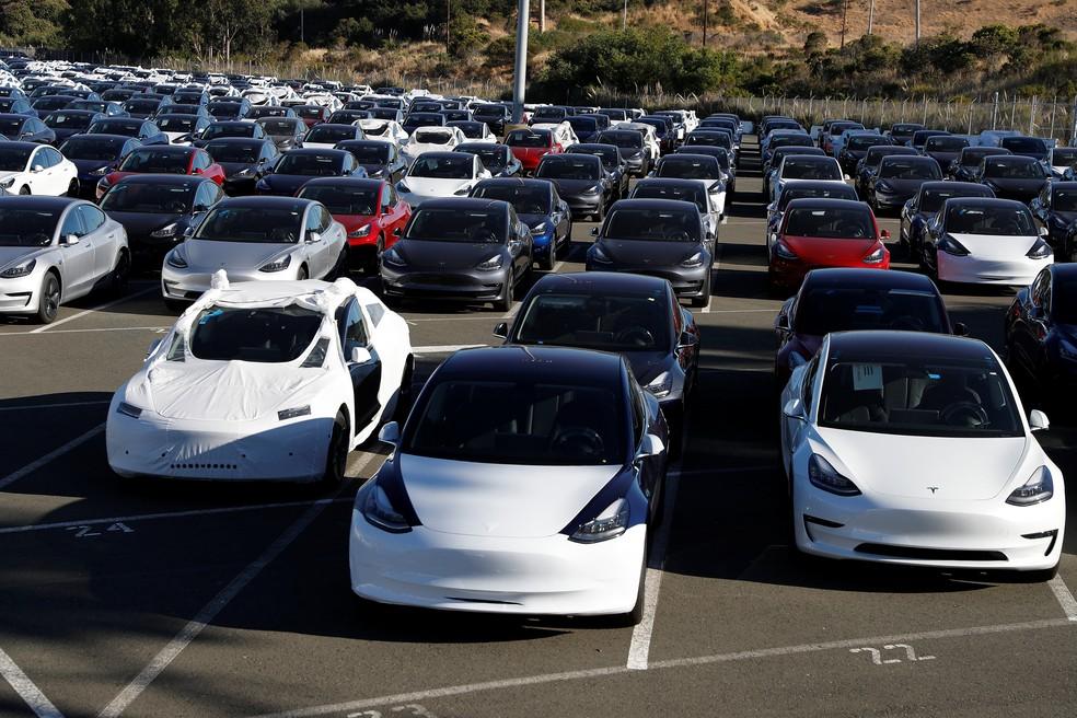 Pátio da fábrica da Tesla em Richmond, na Califórnia (Foto: Stephen Lam/Reuters)