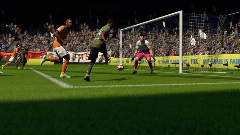 Chutes rasteiros e cortes são armas importantes em Fifa 18 (Foto: Reprodução/Murilo Molina)