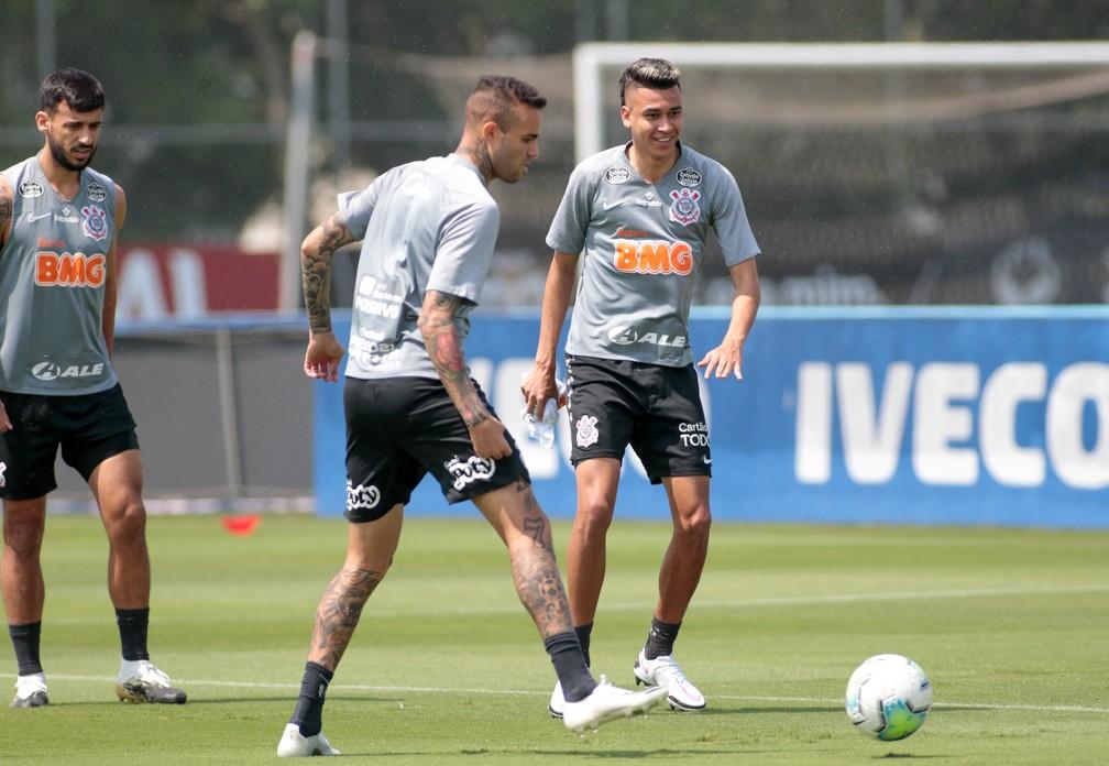 Camacho, Luan e Cantillo em treino do Corinthians — Foto: Rodrigo Coca/Ag. Corinthians