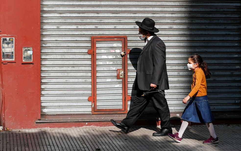 Judeus ortodoxos são presos por celebrar casamento em quarentena na Argentina