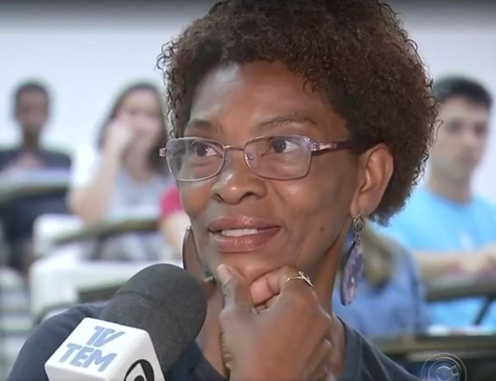 Maria Helena frequenta cursinho pré-vestibular oferecido pela Unesp  — Foto: TV TEM / Reprodução