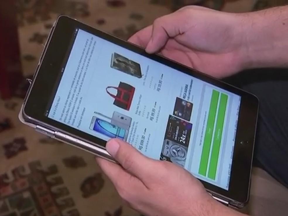 Deve-se evitar compras por redes abertas em tablets, celulares e notebooks (Foto: Reprodução/TV Globo)
