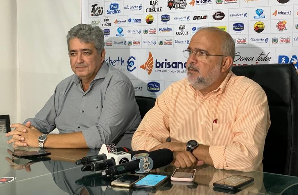 Vice-presidente de futebol Ariano Wanderley e o presidente Sérgio Meira esperam o retorno do futebol como algo mais concreto para anunciar um novo técnico — Foto: Lucas Barros / Botafogo-PB