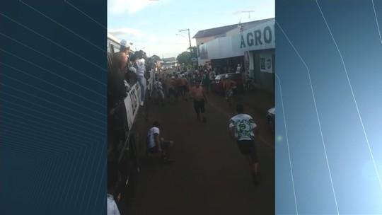 Após goleada, torcida do Goiás gera confusão e quebradeira em Iporá; vídeo