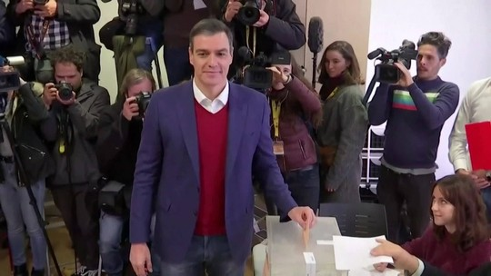 Divididos, espanhóis vão às urnas em eleições gerais
