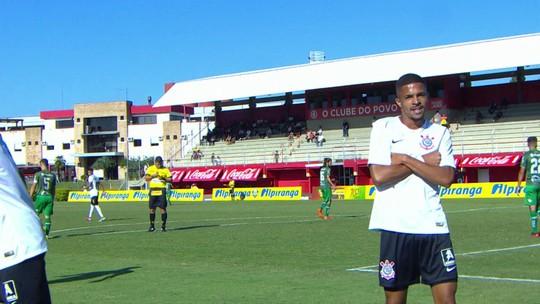Gol do Corinthians! João Celleri cruza, e Vitinho amplia, aos 34 do 2º tempo