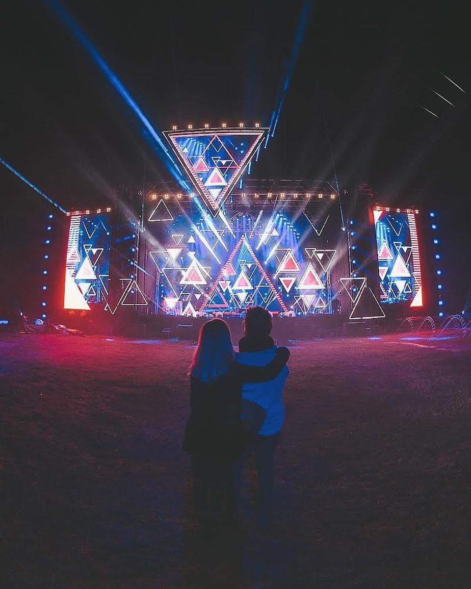 Sandy e Junior mostram palco da turnê 'Nossa História': 'E o coração fica como?'
