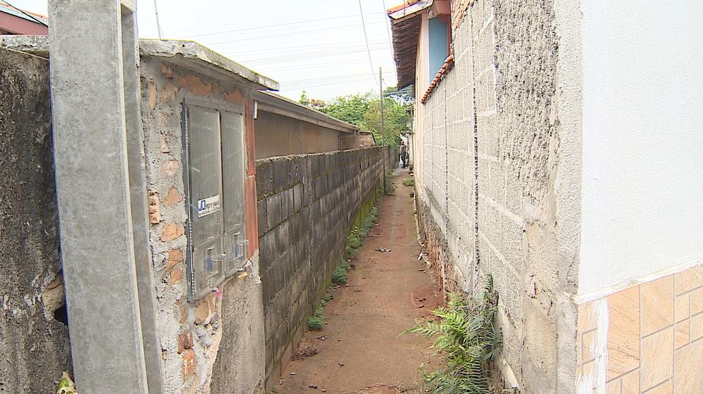 Dois jovens são assassinados a tiros no Jardim Baronesa em Taubaté (Foto: Reprodução/ TV Vanguarda)