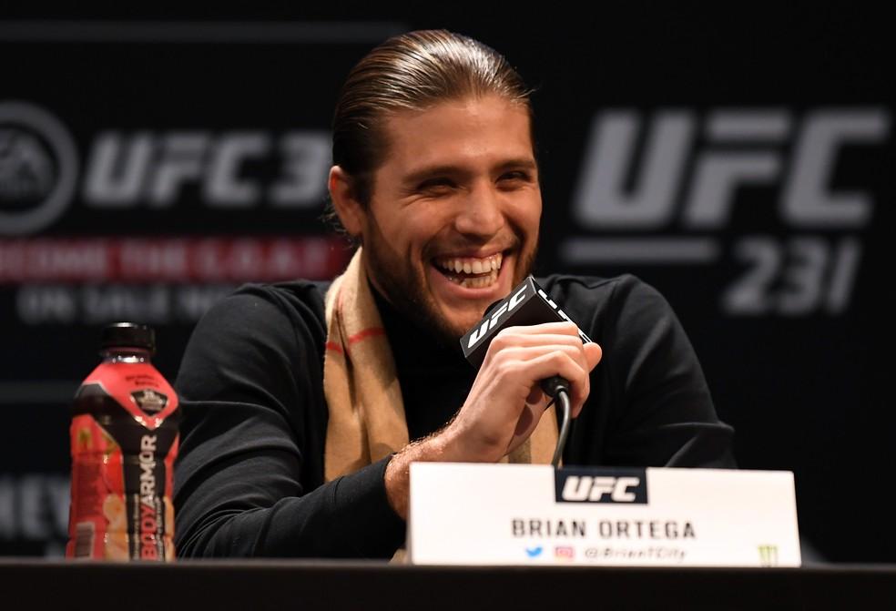Brian Ortega mostrou muito bom humor e não caiu nas provocações de Holloway — Foto: Getty Images