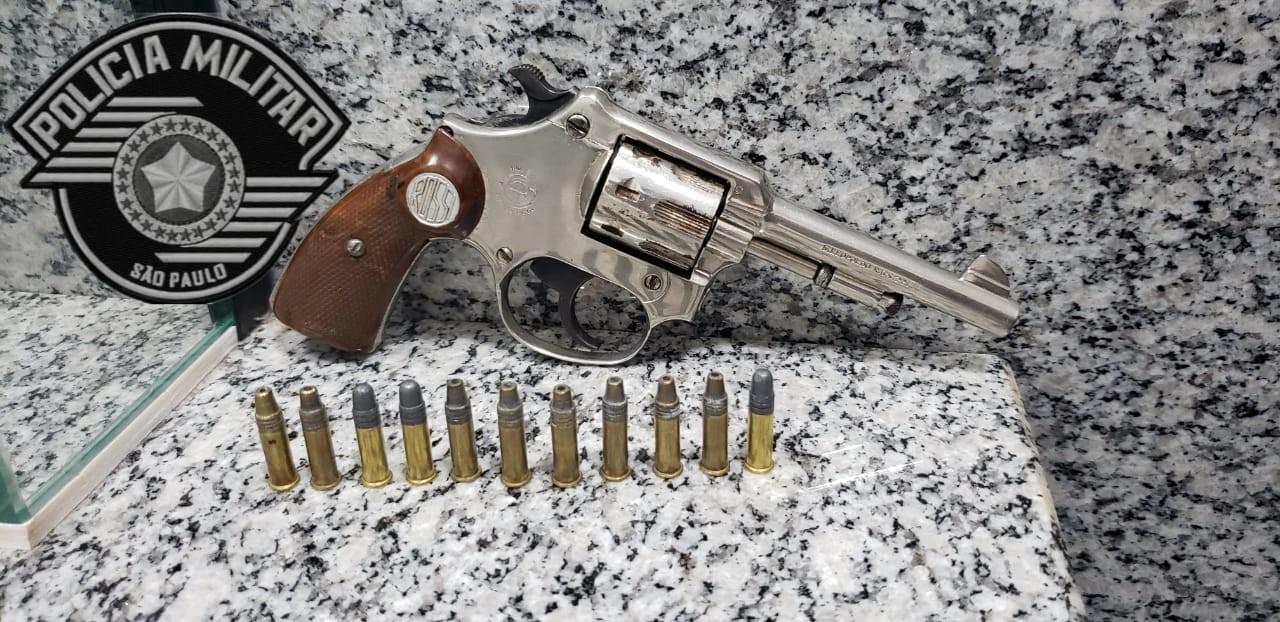 Homem é preso suspeito de importunação sexual e porte ilegal de arma em Itaí