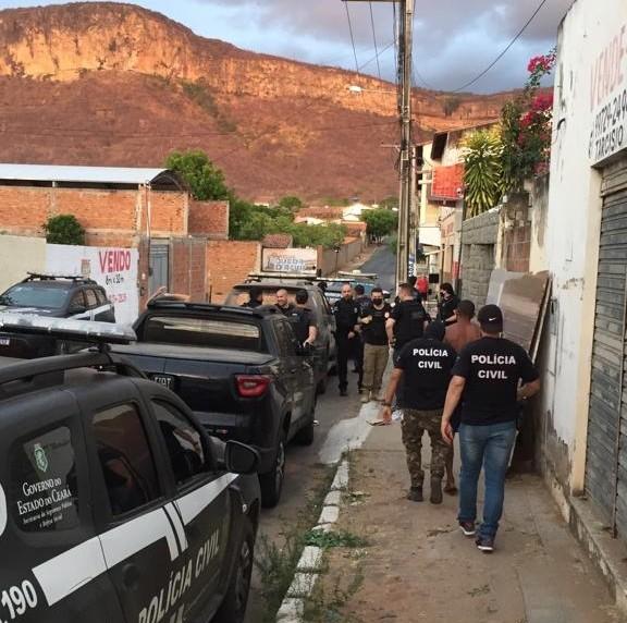 Dez pessoas suspeitas de ameaçar policiais civis por redes sociais são presas no interior do Ceará