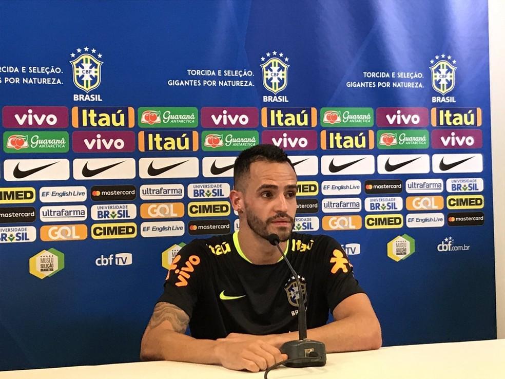 Renato Augusto quer saber se Coutinho vai para o Barcelona (Foto: Eduardo Moura)