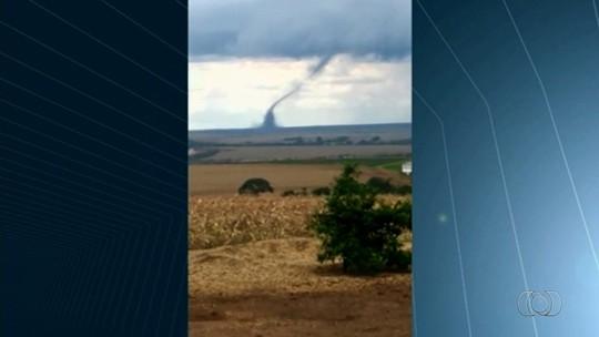 Tornado atinge fazenda e assusta moradores de Cristalina; veja vídeo