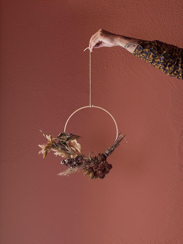 Um Natal diferente: Michell Lott mostra como fazer em casa uma guirlanda minimalista natural (Foto: Vivi Spaco)