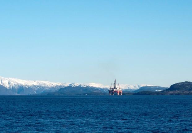Sonda de petróleo na costa - produção - sonda - energia - mar - campo -  (Foto: Gwladys Fouche/Reuters)