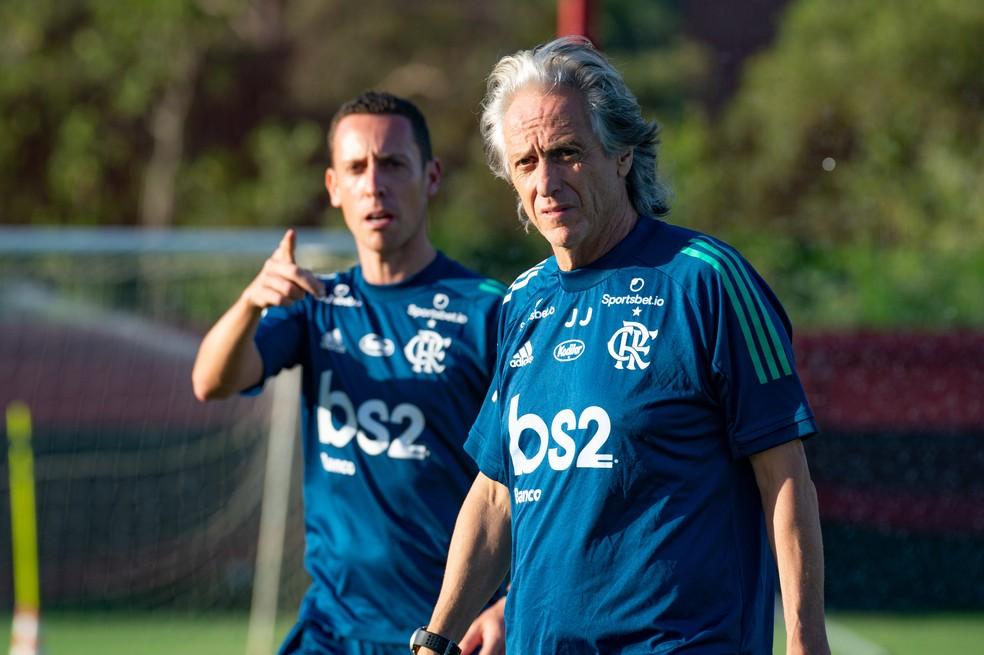 Jorge Jesus no treino do Flamengo - tendência é o time não ter jogos no curto prazo — Foto: Alexandre Vidal/Flamengo