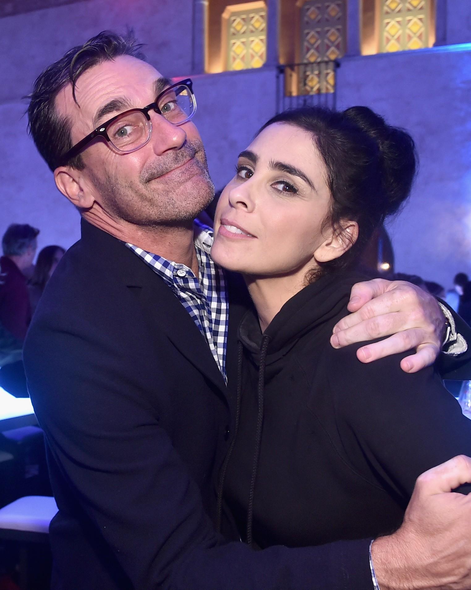 O ator Jon Hamm e a atriz Sarah Silverman no evento de lançamento de WiFi Ralph: Quebrando a Internet (2018) (Foto: Getty Images)