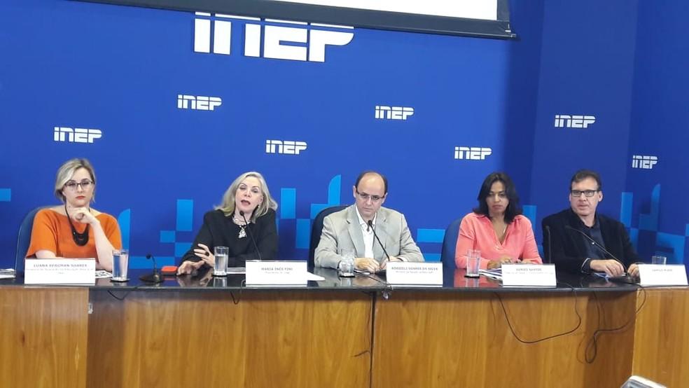 Ministro da Educação (centro) e dirigentes do Inep fazem balanço do 2º dia de provas do Enem 2018 — Foto: Alexandro Martello, G1