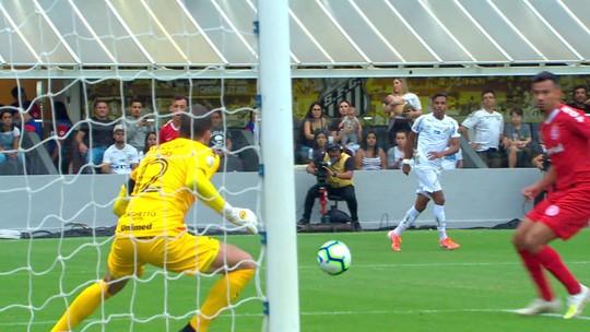 """Inter neutraliza """"abafa"""" do Santos, mas falta de pontaria adia primeira vitória fora de casa"""