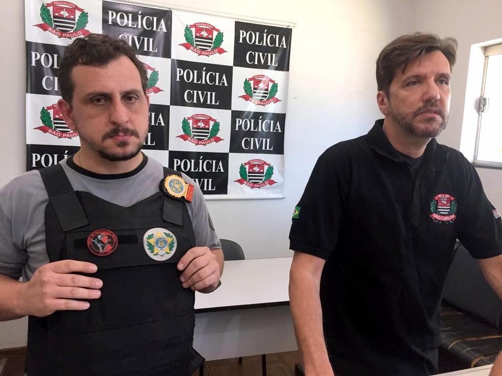 Delegado do Rio de Janeiro Michel Floroschk (à esq.) e Gilberto de Aquino da DIG de São Carlos — Foto: Fabiana Assis/G1