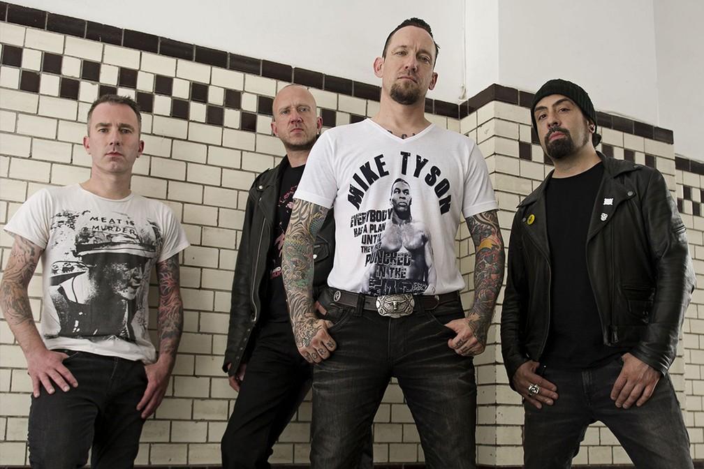 -  A banda dinamarquesa Volbeat, que toca no Lolla, com o vocalista e guitarrista Michael Poulsen à frente  ex-boxeador e fã do esporte, ele usa camisa